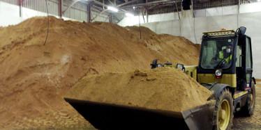 Bruxelles autorise le retour controversé des farines animales